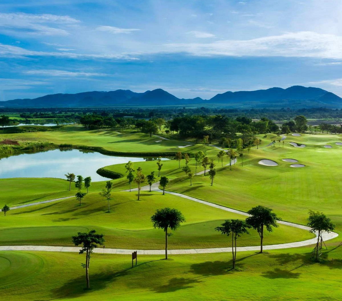 san-golf-dao-phuong-hoang-aqua-city